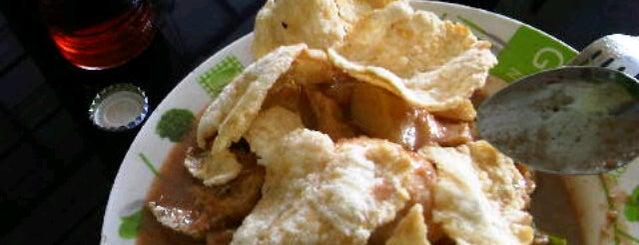 Gado-Gado Handayani is one of The most favorite foods in Surabaya.