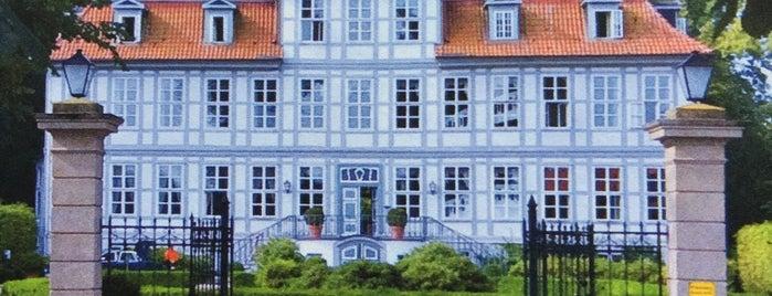Golfhotel Schloss Lüdersburg is one of Orte, die Jochen gefallen.