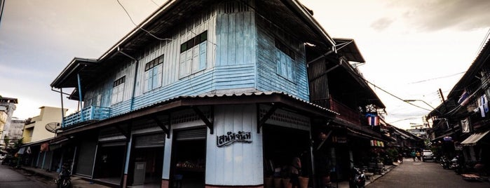 Old Town Chanthaboon Waterfront is one of Tempat yang Disukai Masahiro.