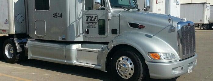 Ryder Truck is one of Tempat yang Disukai Mark.