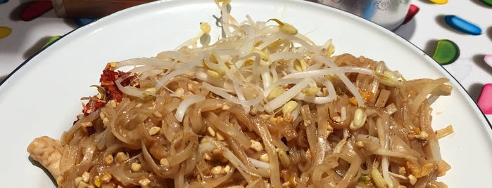 Miss Siam - Thai Cuisine is one of สถานที่ที่บันทึกไว้ของ Luke.