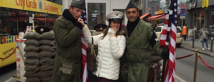 Checkpoint Charlie is one of Berlin - Lugares.