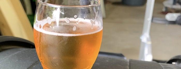 Urban Renewal Brewery is one of Posti che sono piaciuti a Dustin.