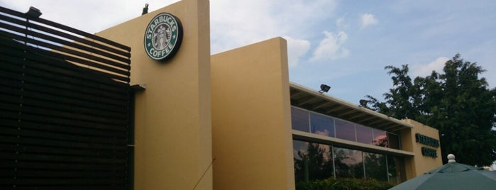 Starbucks is one of Locais curtidos por Nomnomnom.