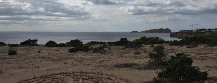 Playa de Llentia / Llantía is one of Evgeny'in Beğendiği Mekanlar.