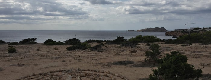 Playa de Llentia / Llantía is one of Lieux qui ont plu à Evgeny.