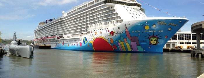 Norwegian Breakaway is one of Matthew'in Beğendiği Mekanlar.
