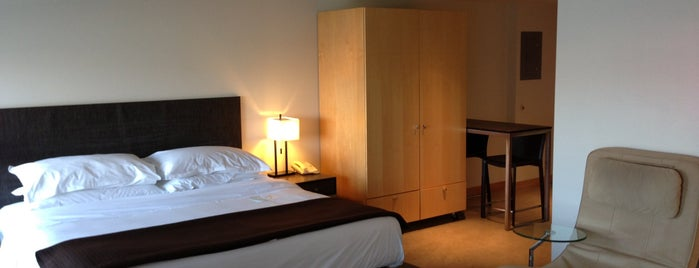 Hotel Vetro is one of Locais curtidos por Dominic.