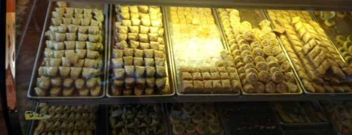 Al-sham Sweets and Pastries is one of Tariq 님이 좋아한 장소.