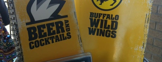 Buffalo Wild Wings is one of Lieux qui ont plu à Suzanne E.