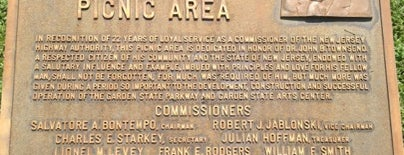 Garden State Parkway Picnic Area is one of John : понравившиеся места.