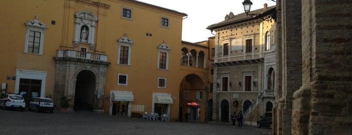 Piazza del Popolo is one of สถานที่ที่ Daniele ถูกใจ.