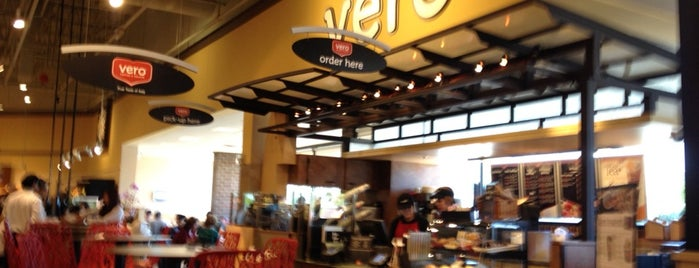 Mariano's Fresh Market is one of Vanessa 님이 좋아한 장소.