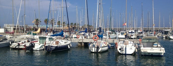 Port de Badalona is one of Orte, die Caótica gefallen.