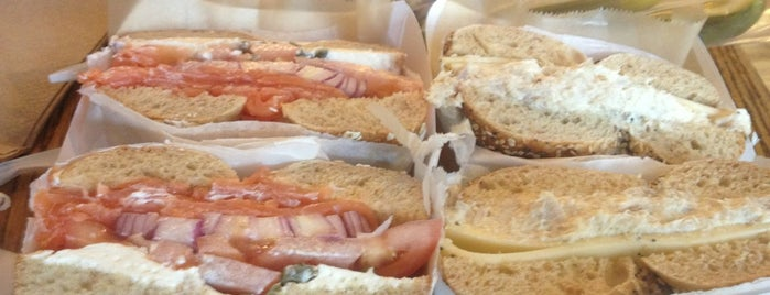 Zucker's Bagels & Smoked Fish is one of Locais salvos de Richard.