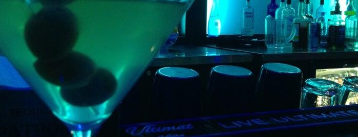 Rain Premier Sushi Bar & Lounge is one of Lugares favoritos de Mike.