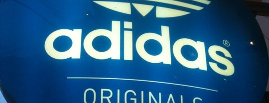 adidas Originals is one of MIS LUGARES HABITUALES.