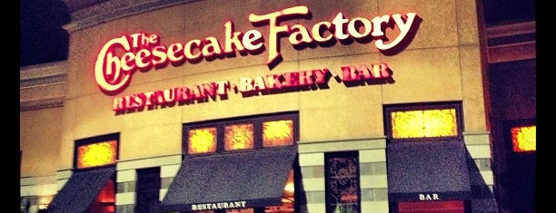 The Cheesecake Factory is one of Andres : понравившиеся места.