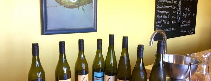 Huia Winery is one of สถานที่ที่ SV ถูกใจ.