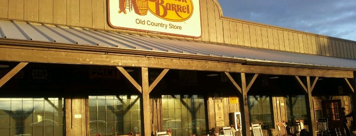 Cracker Barrel Old Country Store is one of Raúl's Liked Places.