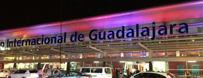 "Aeropuerto Internacional de Guadalajara ""Miguel Hidalgo y Costilla"" (GDL) is one of สถานที่ที่ Victoria ถูกใจ."