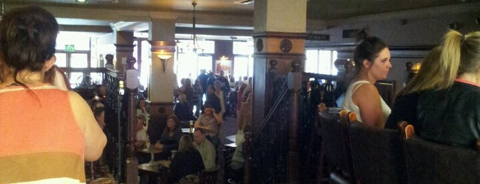 The Richard John Blackler (Wetherspoon) is one of Locais curtidos por Carl.