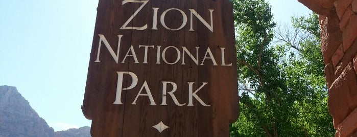 Zion National Park Visitor Center is one of สถานที่ที่ Ashley ถูกใจ.