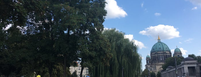 James-Simon-Park is one of Berlin.