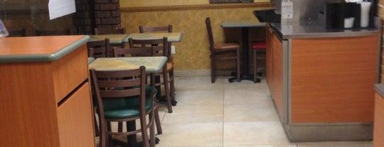 Subway is one of Locais curtidos por Cristina.
