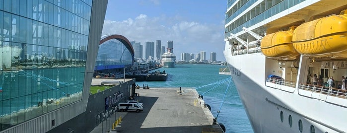 Royal Caribbean-Navigator Of The Seas is one of Lieux qui ont plu à Ricardo.