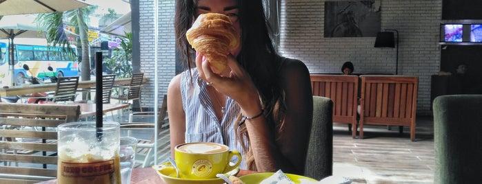 Iced coffee is one of Orte, die Viki gefallen.