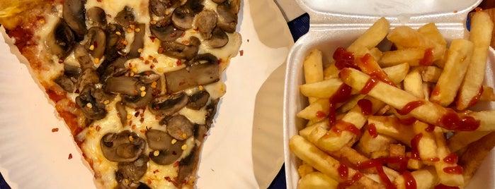 La Crosta Restaurant & Gourmet Pizzeria is one of Ues.