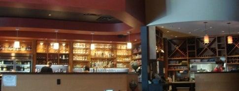 Cosmo Cafe & Bar is one of Minhas diversões.