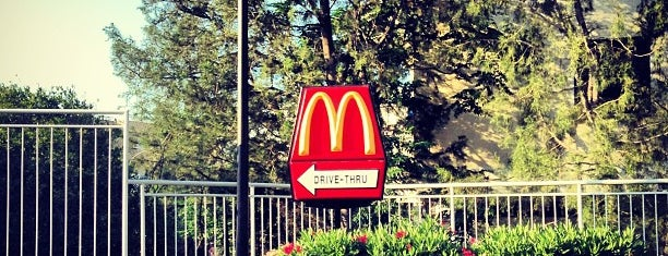 McDonald's is one of Locais curtidos por Bego.
