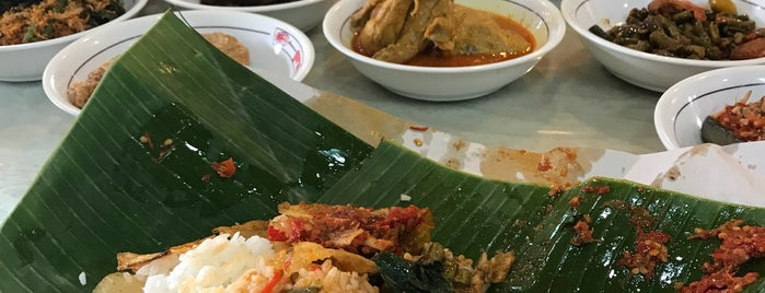 RM Garuda is one of Medan culinary spot.