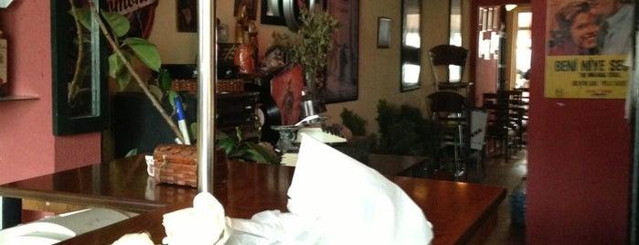 Pinokyo Cafe & Bar is one of Lugares favoritos de Engin.