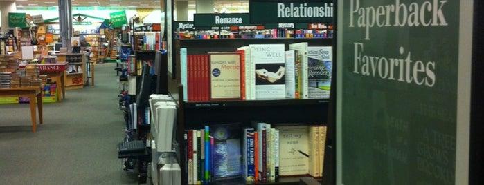 Barnes & Noble is one of สถานที่ที่ A ถูกใจ.