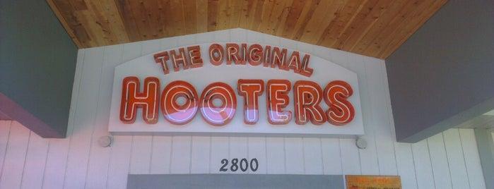Hooters is one of สถานที่ที่ Alberto ถูกใจ.