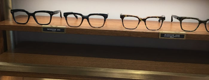 Warby Parker is one of Lieux qui ont plu à Andrew.