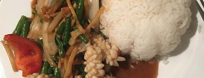 Warie's Thai Food is one of Lieux sauvegardés par Ieva.