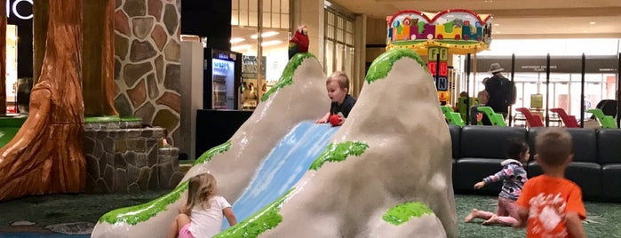 Paradise Valley Mall Children's Play Area is one of Laurenさんの保存済みスポット.