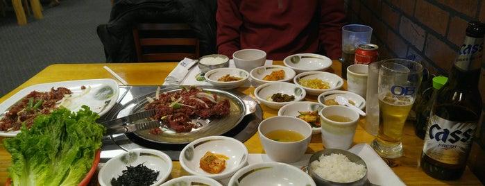 Blue House Korean BBQ is one of Locais salvos de Klaudia.