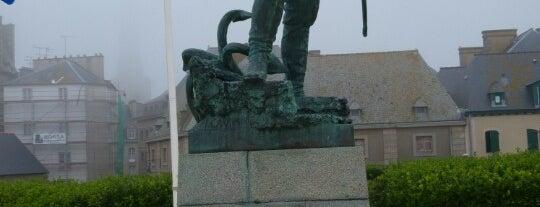 Esplanade Robert Surcouf is one of David 님이 좋아한 장소.