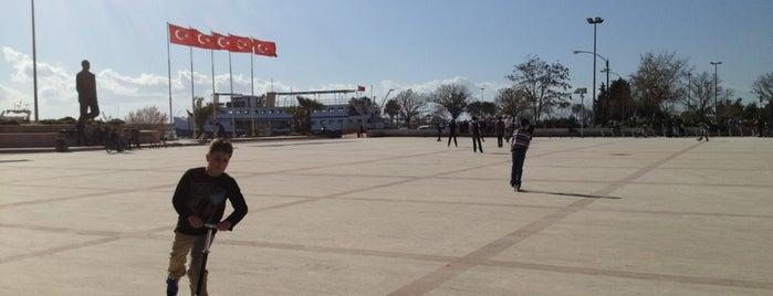 Demokrasi Meydanı is one of Global Workallholics Unified.