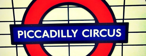 Piccadilly Circus London Underground Station is one of Lieux qui ont plu à Martins.