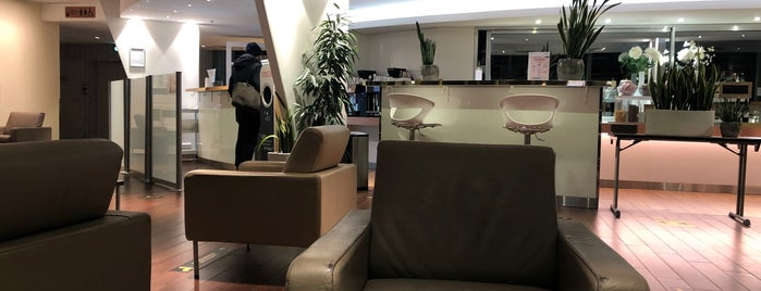 The Infinity Lounge is one of MES AÉROPORTS.
