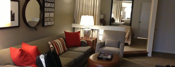 Le Parc Suite Hotel is one of สถานที่ที่ J. ถูกใจ.
