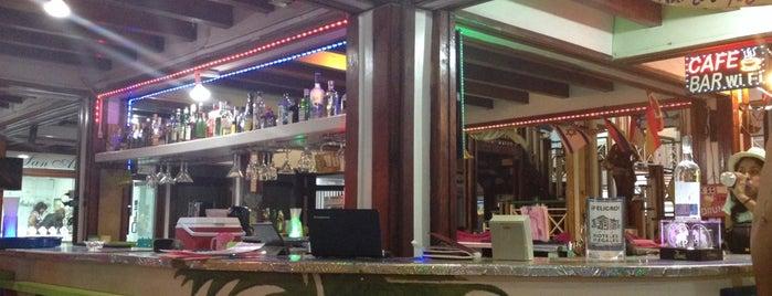 Café Bar Jet Set is one of Bruna 님이 저장한 장소.