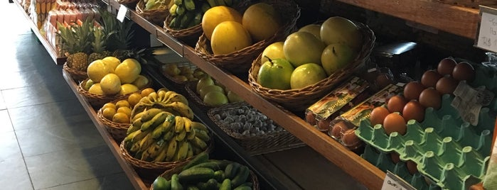 Mercado São Jorge is one of Lugares favoritos de Mariela.