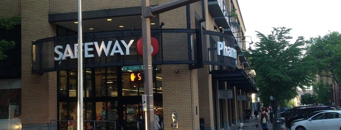 Safeway is one of Aaronさんのお気に入りスポット.